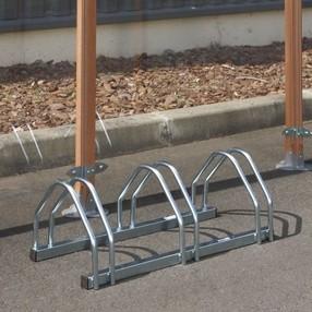 Stojan venkovní na tři cyklo kola